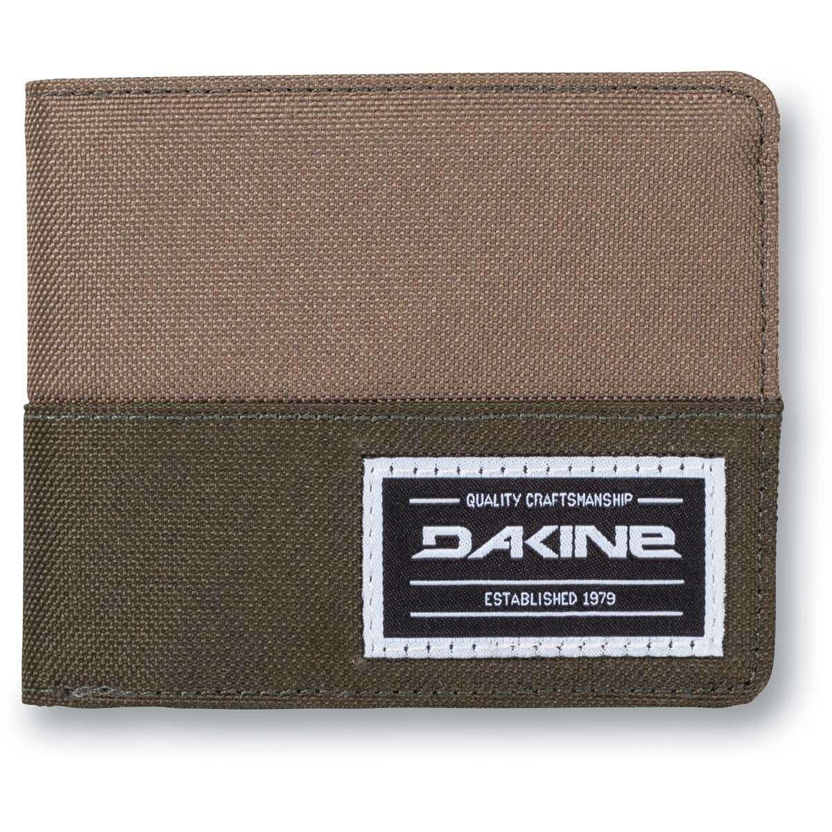 1a6e9377e264e Dakine Payback Wallet Wallet Field Camo
