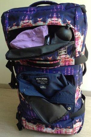 174ad3d2bfc1a Der Dakine Split Roller verfügt über zwei leicht zugängliche Außentaschen